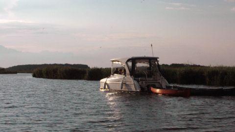 Solarboote auf dem Fluss
