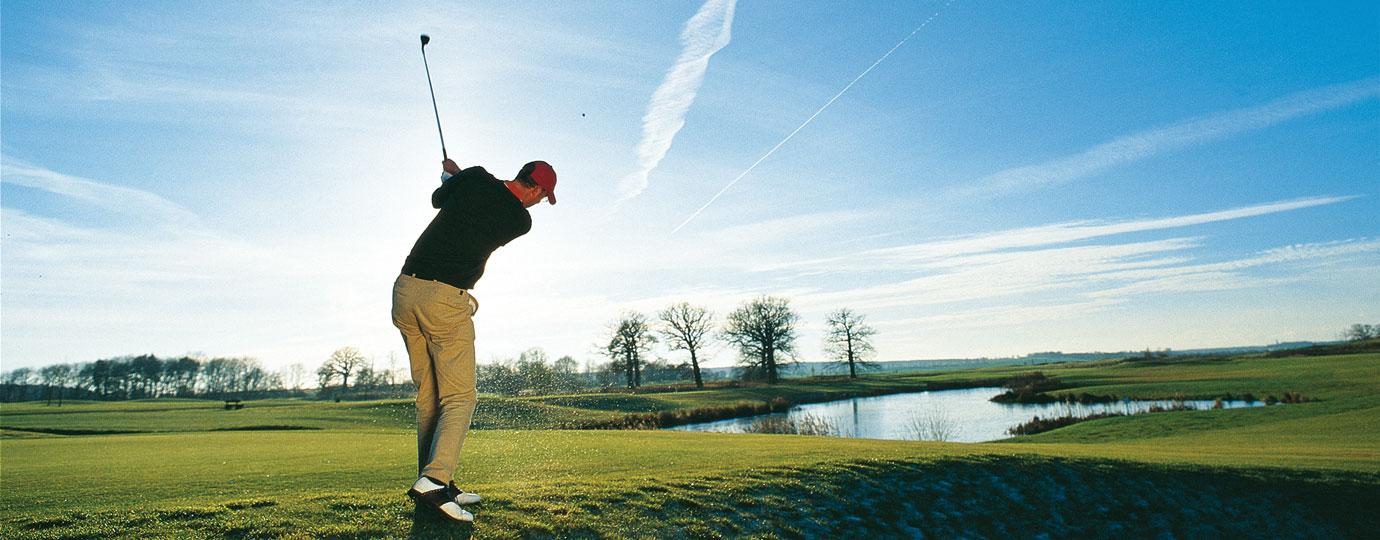Golfer beim Abschlag, Mecklenburgische Schweiz