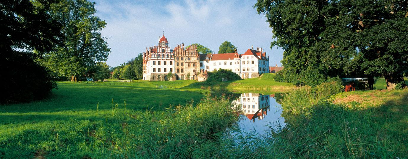 Gutensemble Basedow mit Stüler Schloss und Lenné-Park, Mecklenburgische Schweiz