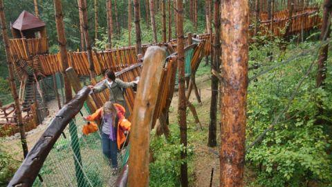 Auf abenteuerlichen Kletterpfaden geht es durch die Raubtier-WG