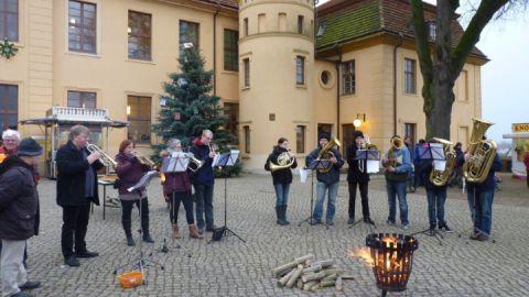 Weihnachtsmusik auf dem Schlosshof