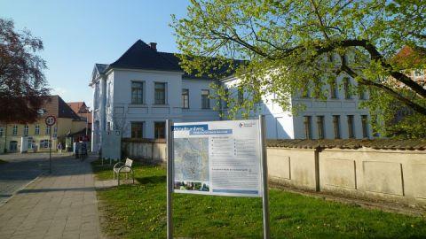 Franz-Parr-Platz bei der Güstrow-Information mit Altstadtrundweg