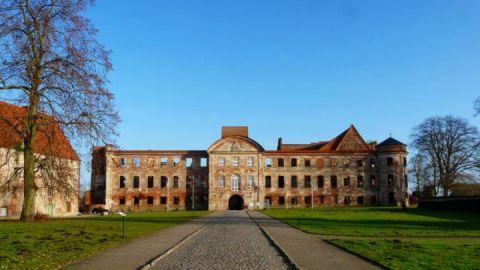 Front Kloster- und Schlossanlage Dargun