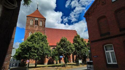 Stadtkirche Teterow im Stadtzentrum