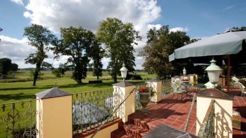 Sommerterrasse der Limes Schlossklinik
