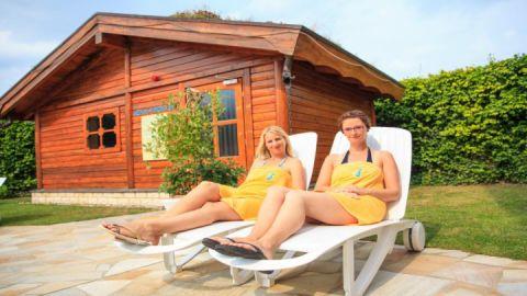 Saunagarten mit Slawischer Erdsauna und Sanarium