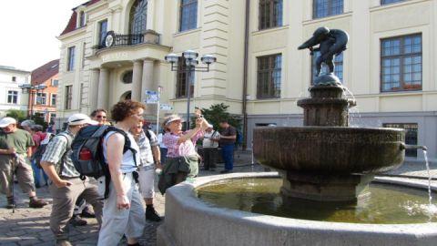 Der Hechtbrunnen - Teterows Wahrzeichen erinnert noch heute an die Schildbürgerstreiche der Altforderen