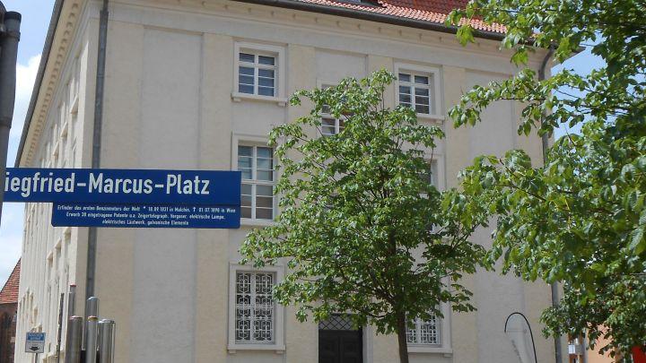 3.Marcus Platz und Rathaus